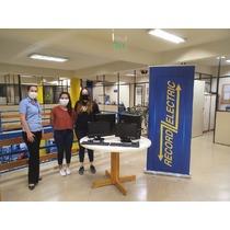 Record Electric entrega 2 equipos informáticos al Centro de Estudiantes de la FIUNA
